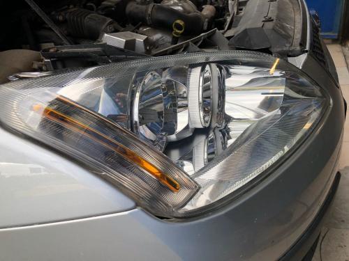 Auto lukturu pulēšana